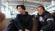 Thầy Park cùng U23 Việt Nam tươi rói lên máy bay về nước