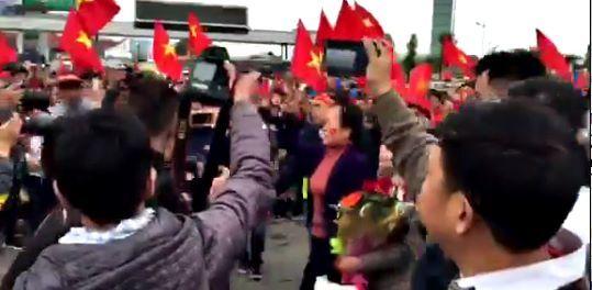 Clip người thân của tuyển thủ U23 Việt Nam ra đón