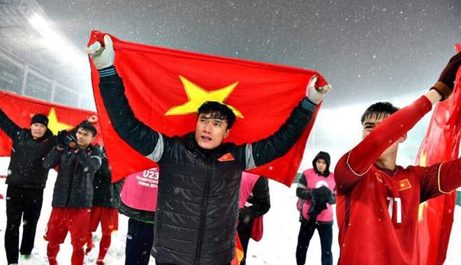 Nhiều sao Việt an ủi khi thủ môn Bùi Tiến Dũng xin lỗi người hâm mộ