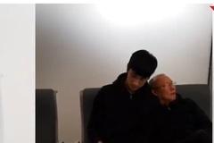 Hành động đáng yêu, đốn tim người hâm mộ của ngài Park ở sân bay