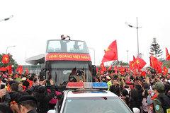 U23 Việt Nam trở về: Những người hùng khổ vì được... yêu!