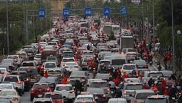 Tắc không lối thoát khắp dọc đường đón U23 Việt Nam