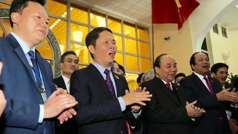Thủ tướng Nguyễn Xuân Phúc hát