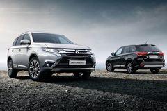 Liên tục ra hàng mới, ô tô nội giảm giá trăm triệu