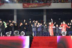 Xúc động U23 Việt Nam hát vang Niềm tin chiến thắng cùng 4 vạn CĐV