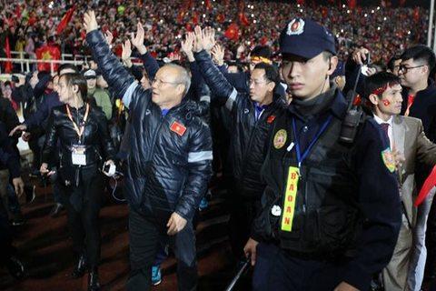 U23 Việt Nam vẫy chào người hâm mộ ở Mỹ Đình
