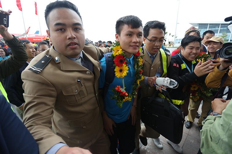 Chủ tịch HN Nguyễn Đức Chung gặp mặt Quang Hải và các cầu thủ U23