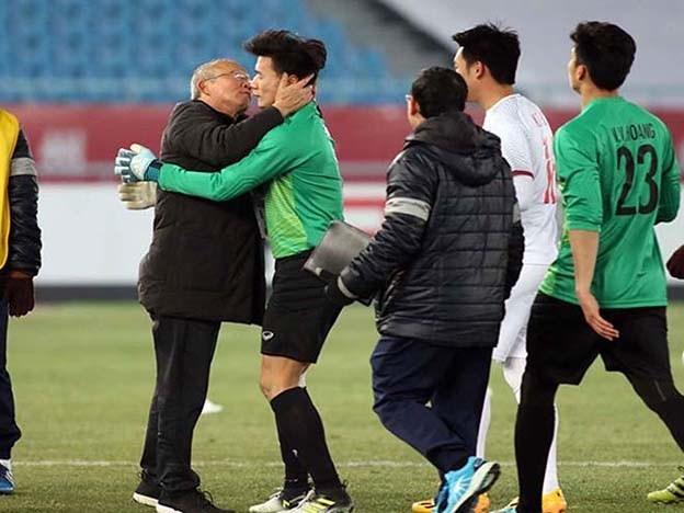 Biểu cảm đáng yêu của HLV Park Hang Seo làm fan 'điên đảo'