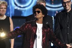 Bruno Mars một mình ẵm 6 giải Grammy