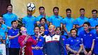 Chủ tịch QH hào hứng tung bóng U23 Việt Nam tặng