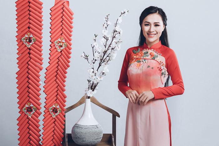 Nữ DJ nóng bỏng Hà Thành dịu dàng bất ngờ trong tà áo dài