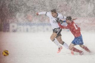 Ngoài U23 VN, những tuyển thế giới nào từng phải đá dưới tuyết dày?