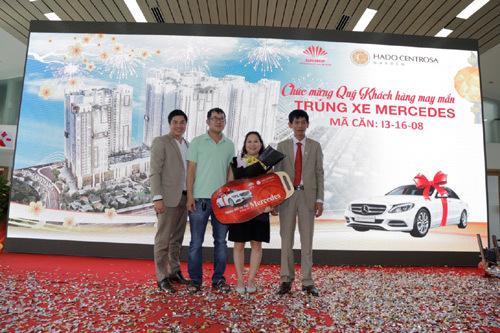 2 khách hàng HaDo Centrosa Garden may mắn nhận xe sang