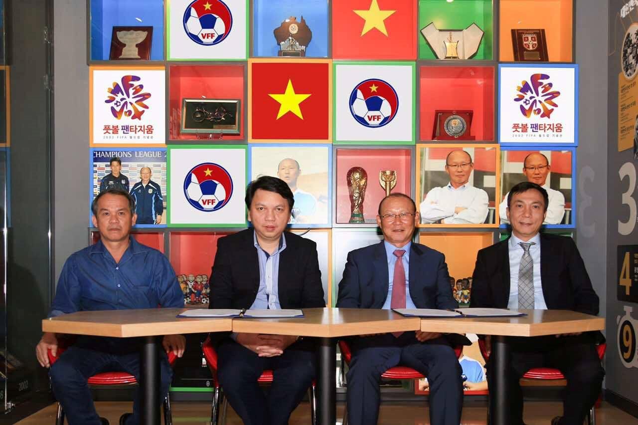 Bất ngờ với lý do VFF chọn HLV Park Hang Seo ngồi 'ghế nóng'