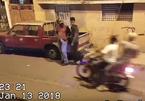 Hai tên cướp ngớ người vì bị cướp lại