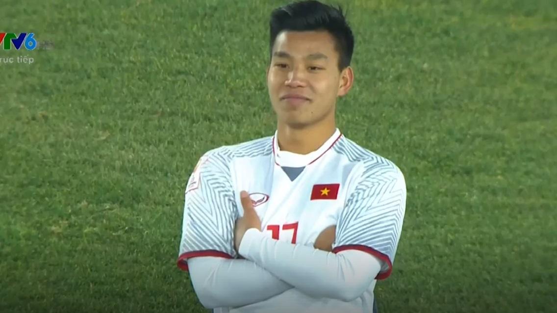 Màn 'khoanh tay ăn mừng' của hậu vệ Văn Thanh vào đề thi học sinh giỏi