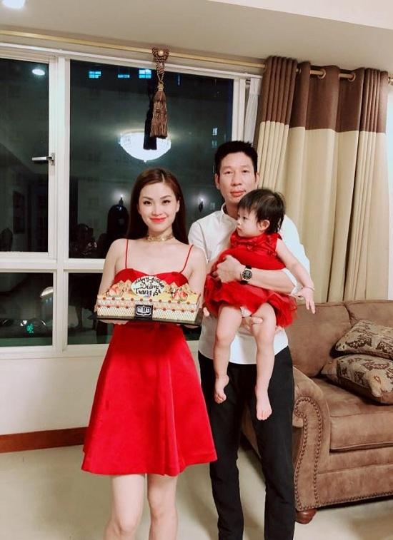 Vẻ đẹp hiếm thấy thủa 20 của Việt Trinh và Diễm Hương