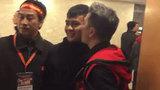 Đàm Vĩnh Hưng khiến dân mạng 'gato' khi chia sẻ clip hôn má Quang Hải