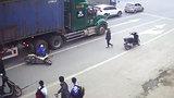 Cẩn trọng khi tham gia giao thông gần những chiếc xe container