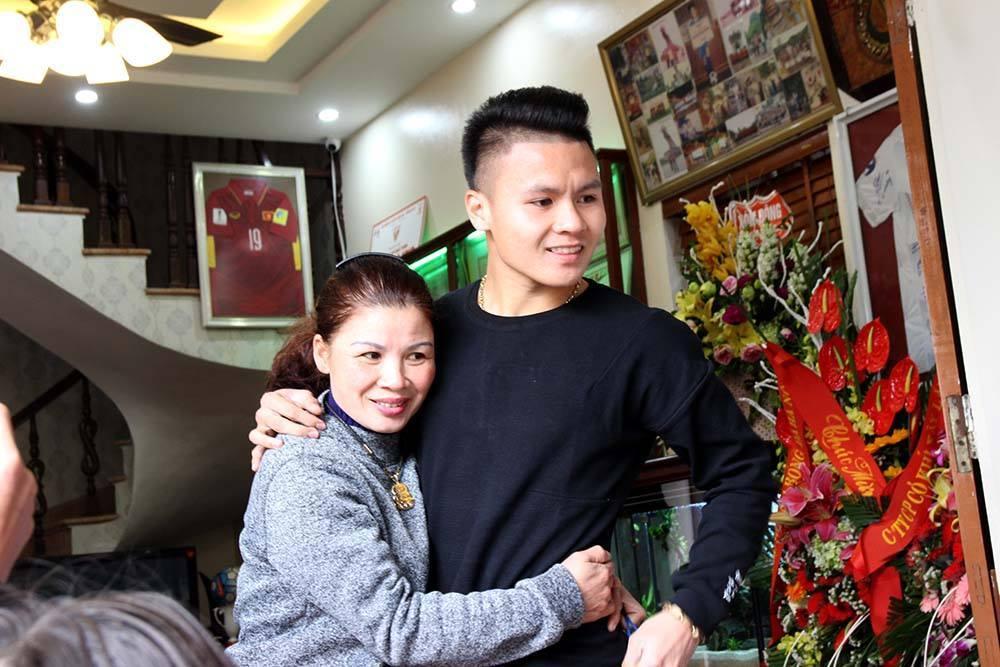 Món quà tặng mẹ ý nghĩa của Quang Hải