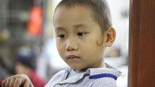 Xót xa bé trai ung thư máu vượt 300km mong gặp bố lần cuối