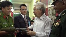 Tổng Bí thư Nguyễn Phú Trọng thăm kho vũ khí biệt động Sài Gòn