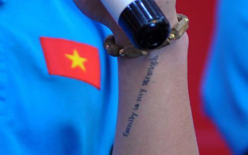 Bất ngờ với dòng chữ xăm trên tay trái Quang Hải đội U23 Việt Nam