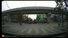 Màn tạt đầu xe container mạo hiểm của xe máy