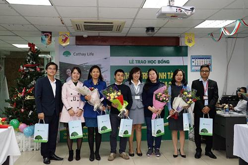 56 sinh viên nhận học bổng toàn phần từ Cathay Life